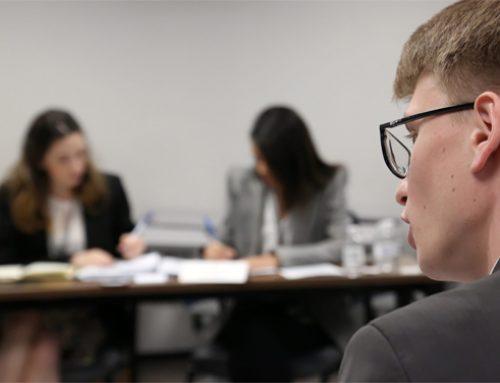 Inovação no ensino jurídico prepara jovens profissionais para resolverem disputas complexas do meio empresarial